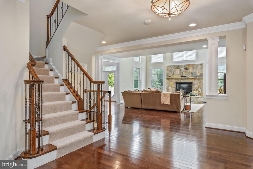 Oak staircase with stylish iron and oak railings. - 10323 LYNCH LN, OAKTON