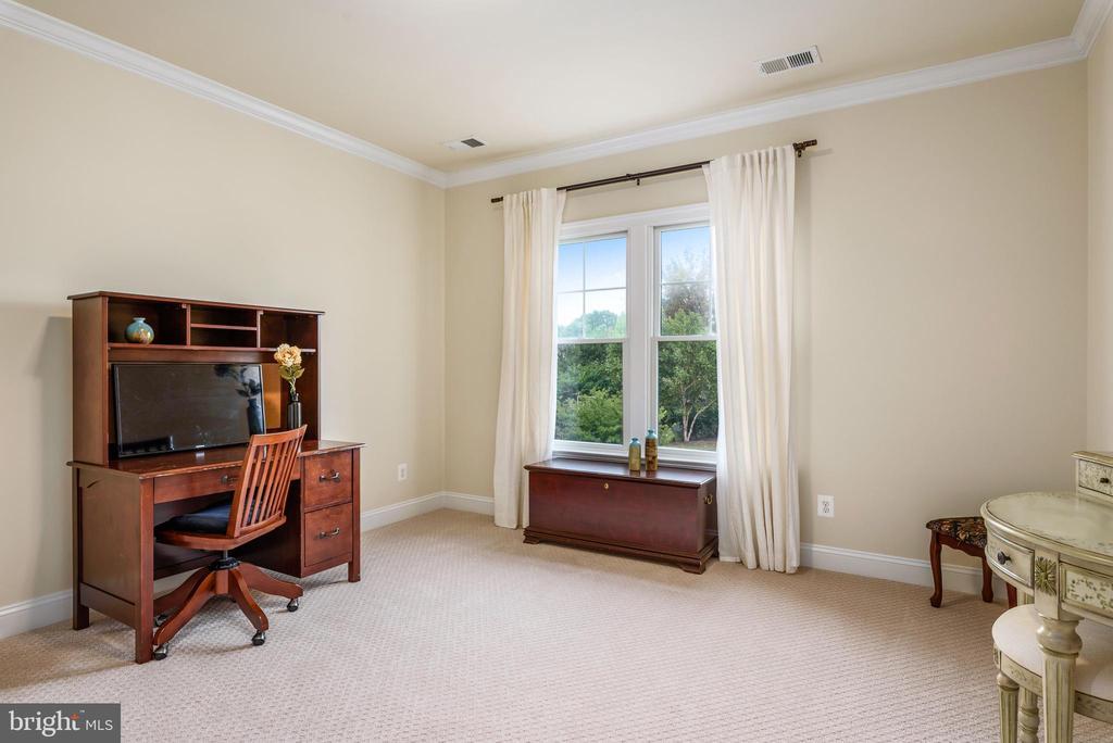 Large bedroom - 10323 LYNCH LN, OAKTON
