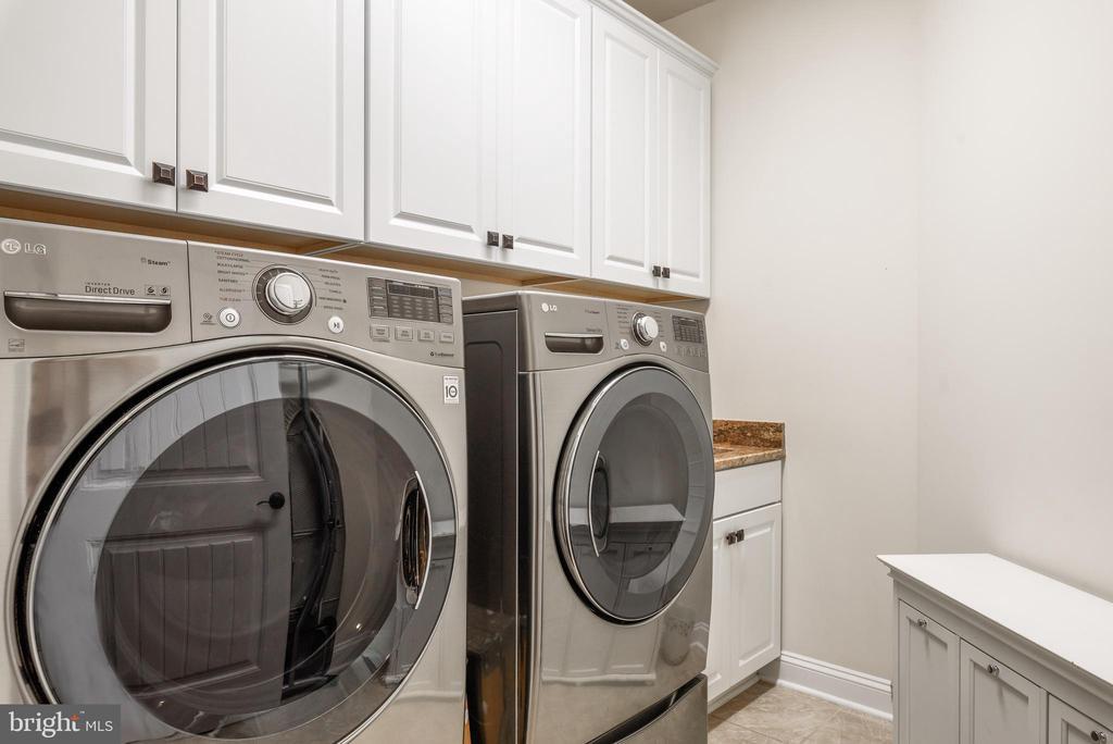 Upper Level Laundry - 10323 LYNCH LN, OAKTON