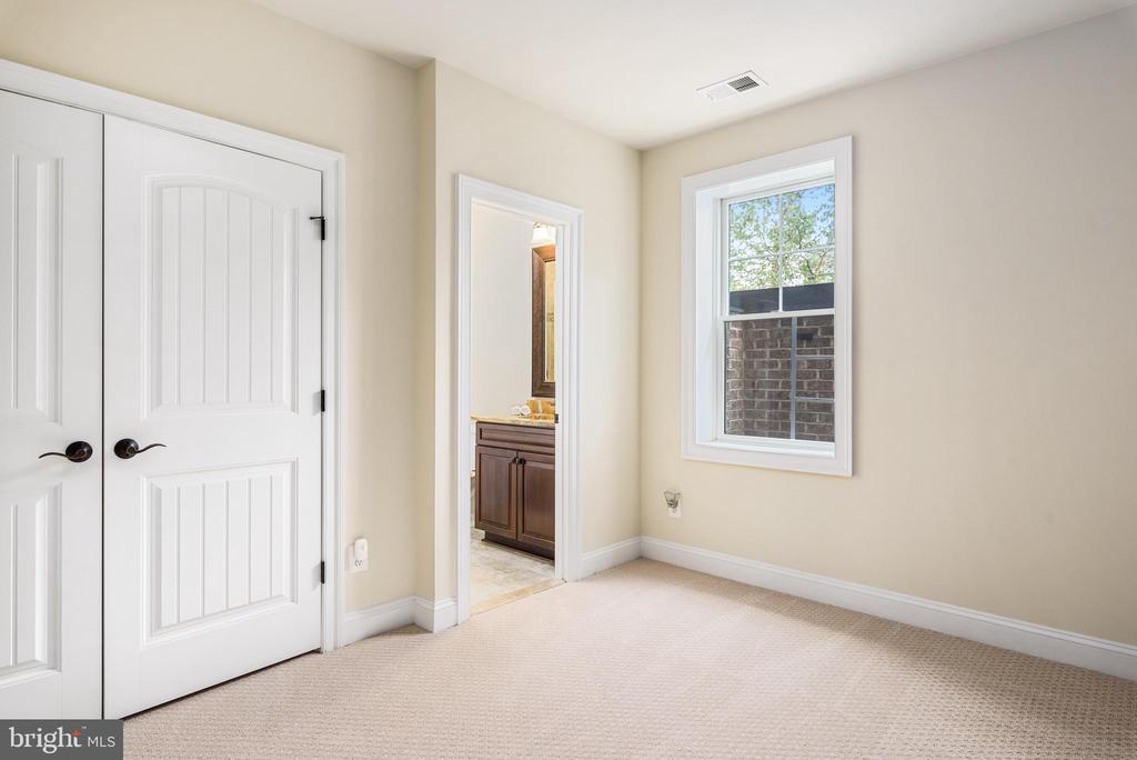 Lower level Bedroom - 10323 LYNCH LN, OAKTON