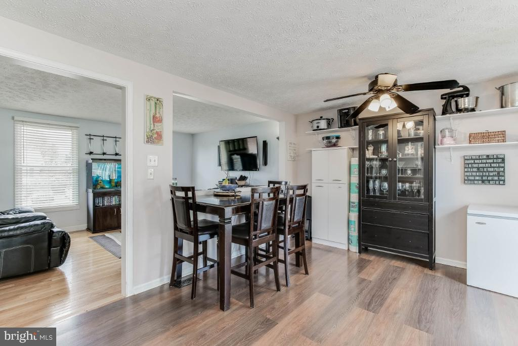 - 201 CONTOUR RD, MOUNT AIRY