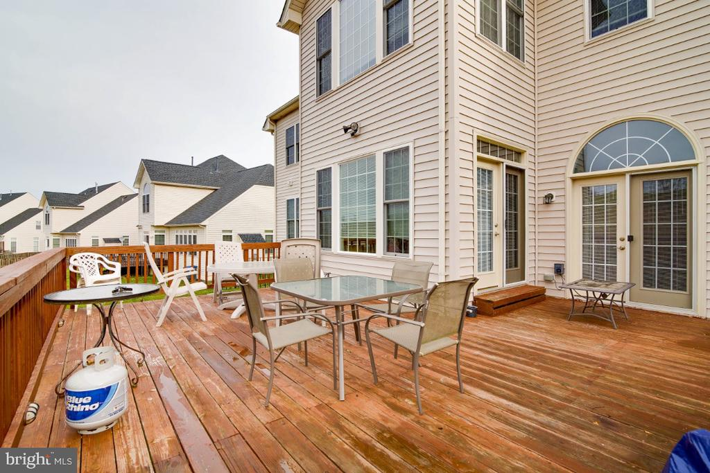 Large Deck for entertaining - 3629 STONEWALL MANOR DR, TRIANGLE