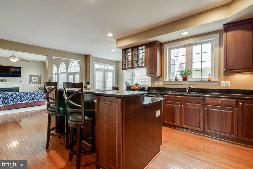 Gourmet Kitchen - 3629 STONEWALL MANOR DR, TRIANGLE