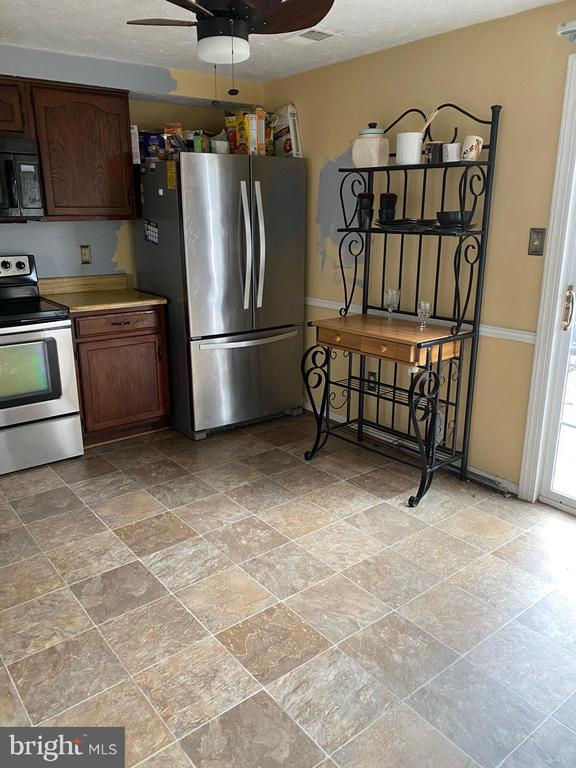enough space to add a breaffast table - 8607 BRIAN CT, MANASSAS PARK