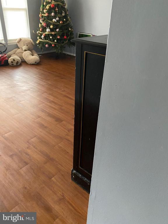 From Kitchen to living room walk way - 8607 BRIAN CT, MANASSAS PARK