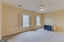 secondary bedroom with private bathroom - 17066 WINNING COLORS PL, LEESBURG