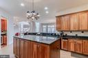 Huge kitchen with large island - 17066 WINNING COLORS PL, LEESBURG
