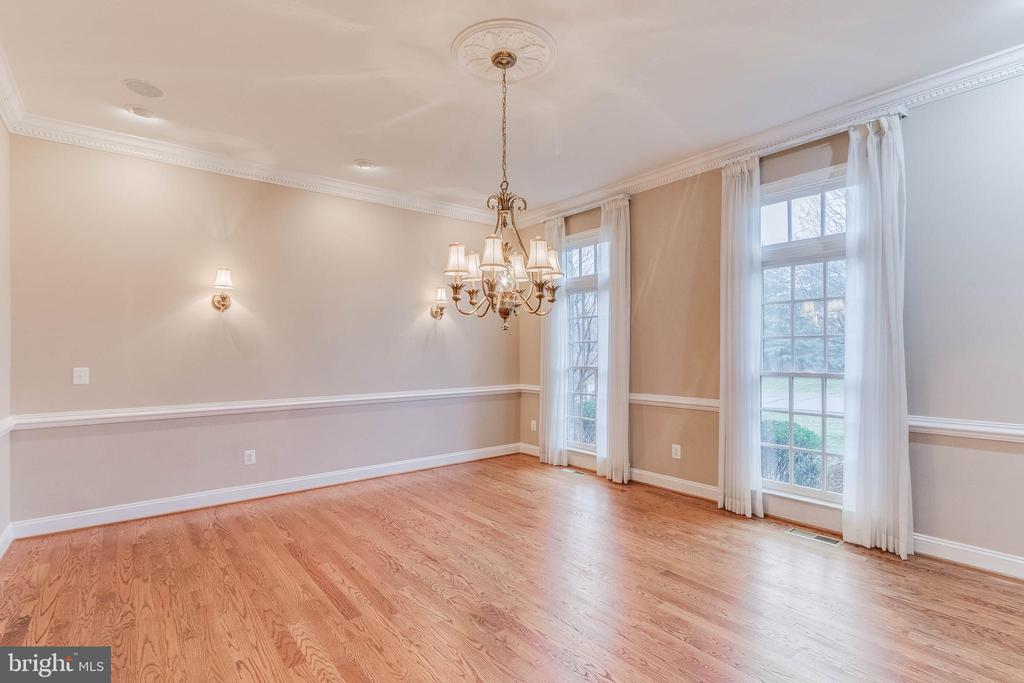 very large dining room w/ gleaming hardwood floors - 17066 WINNING COLORS PL, LEESBURG