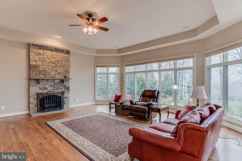 Family room with stone fireplace - 17066 WINNING COLORS PL, LEESBURG