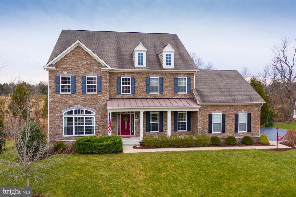 Beautiful Lennar Dennison Model with Stacked Stone - 41985 RIDING MILL PL, ASHBURN