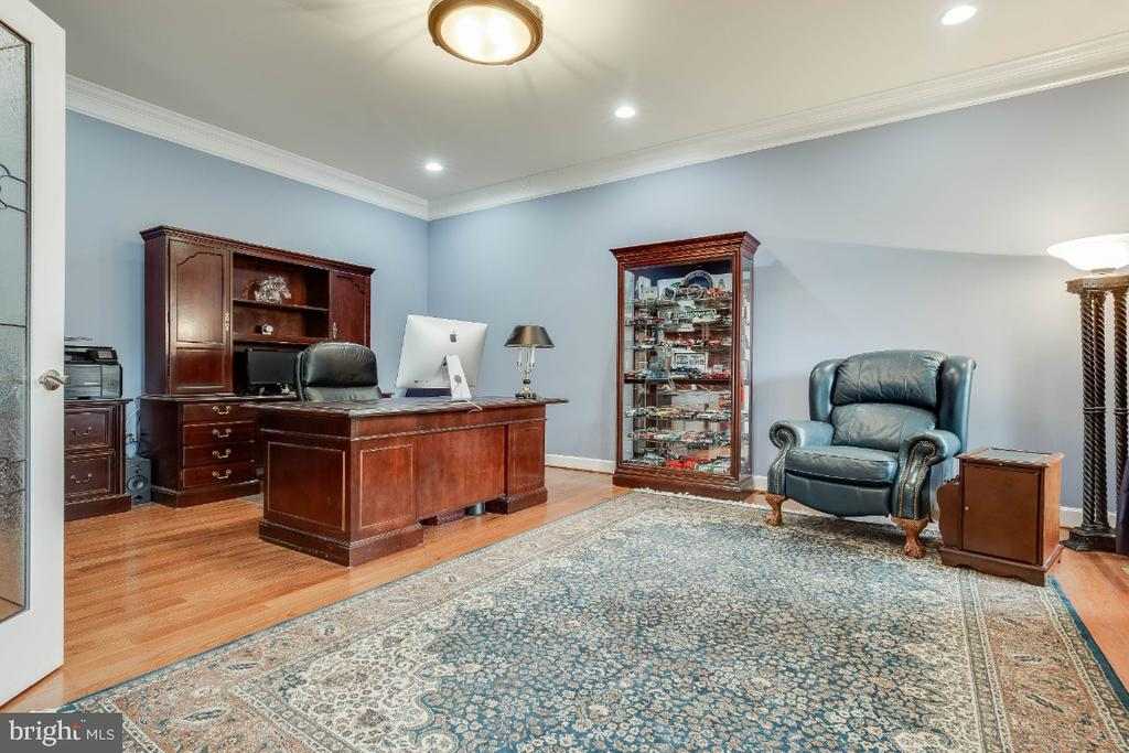 Great Home Office - 41985 RIDING MILL PL, ASHBURN