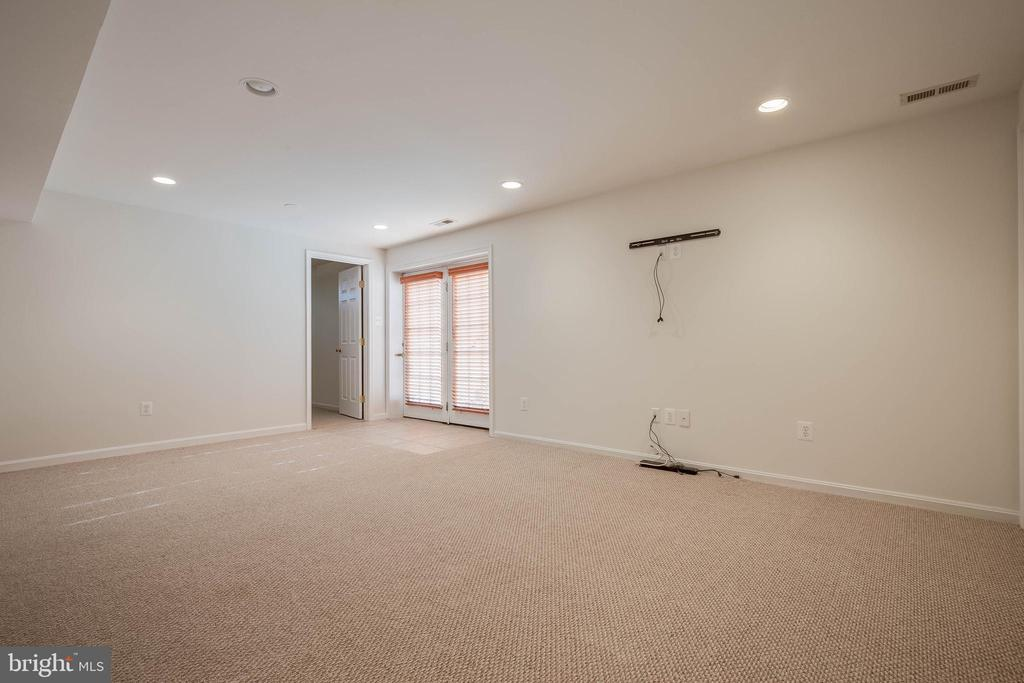 Large Lower Level Rec Room - 43265 KATIE LEIGH CT, ASHBURN