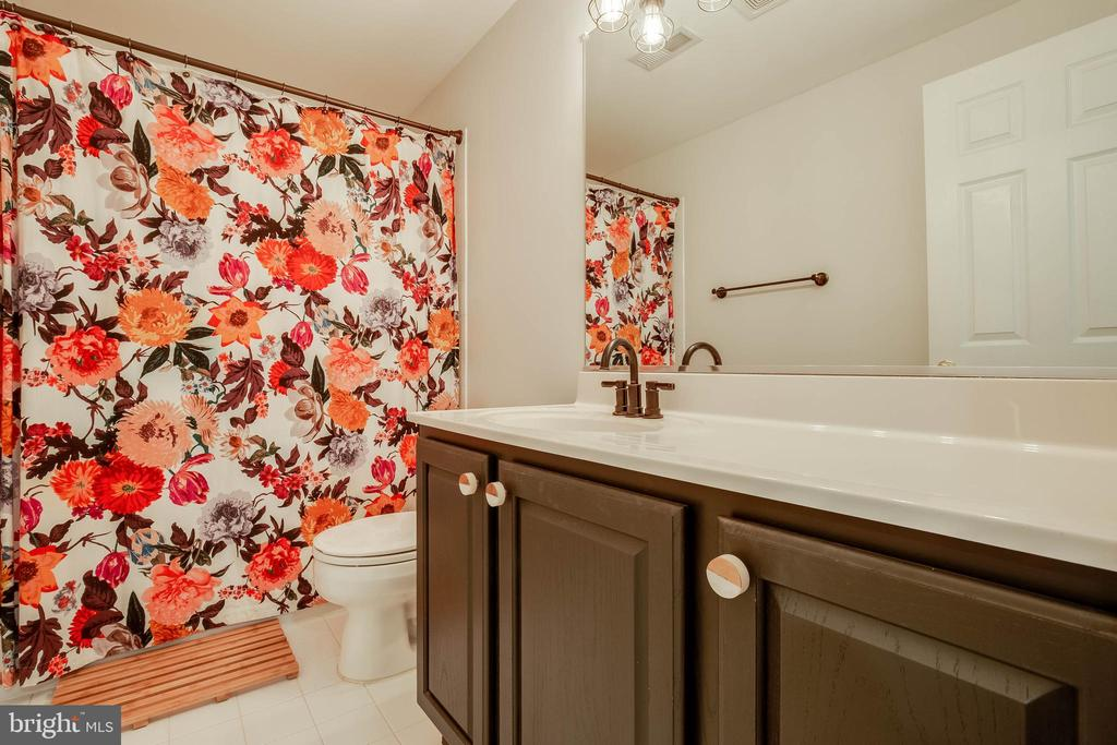 Lower Level Full Bathroom - 43265 KATIE LEIGH CT, ASHBURN