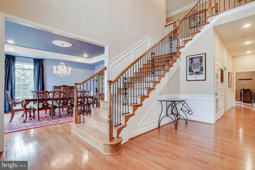 Staircase with Wrought Iron Rails - 41985 RIDING MILL PL, ASHBURN