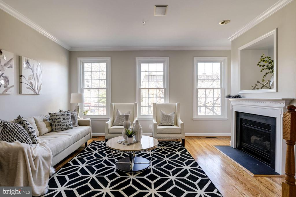 Charming Living Room - 605 7TH ST SW, WASHINGTON