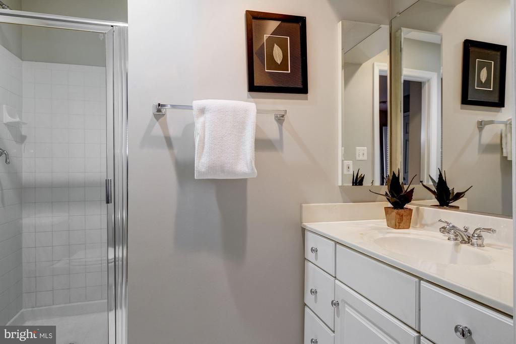 Full Bathroom - 605 7TH ST SW, WASHINGTON