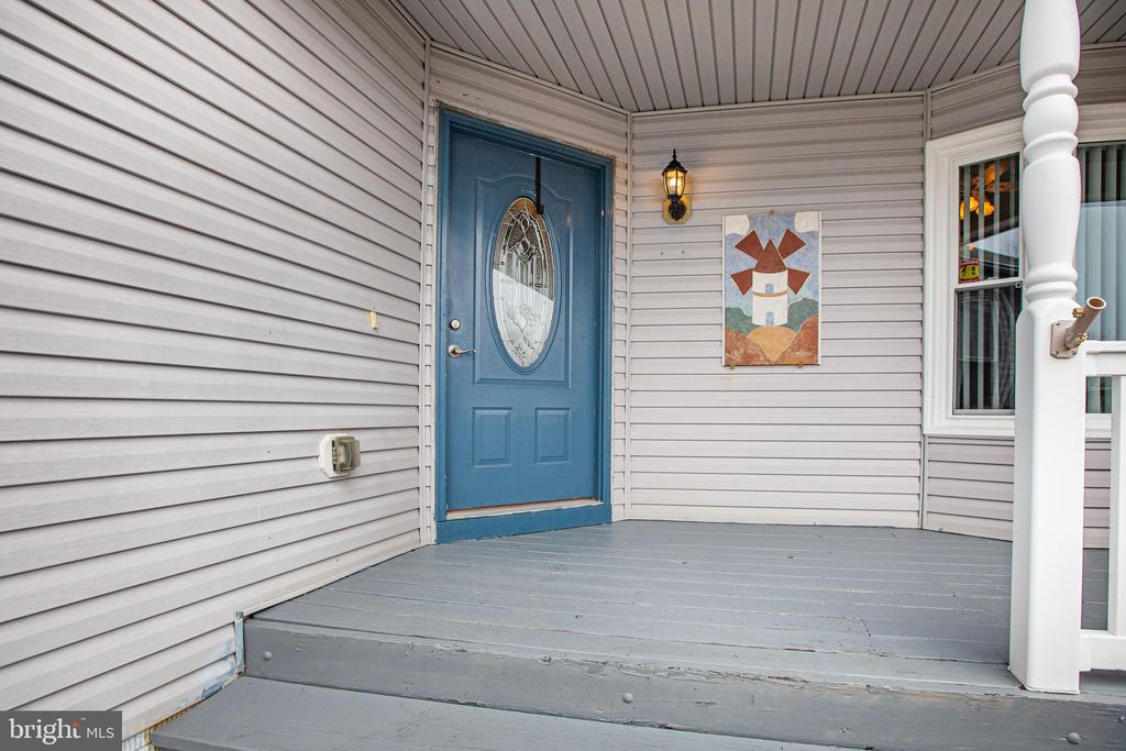 ENTRY WAY FROM LARGE FRONT PORCH - 7311 MIDDLETON DR, FREDERICKSBURG