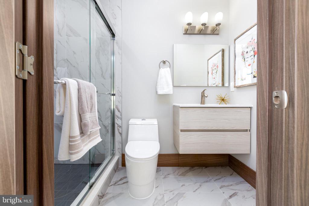 Modern-chic bathrooms - 2109 M ST NE #9, WASHINGTON