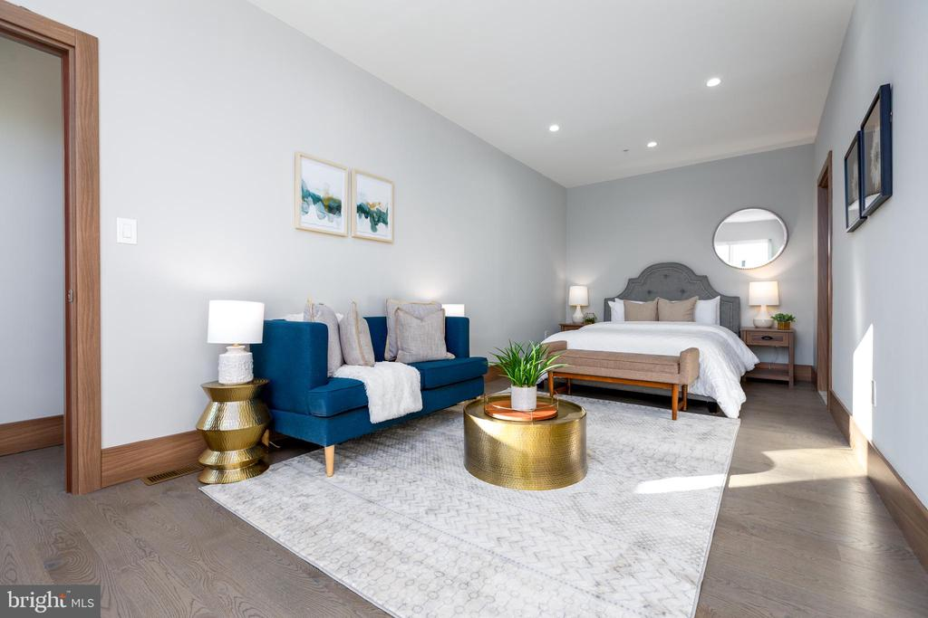 Convert into another family/rec room? Your choice - 2109 M ST NE #9, WASHINGTON