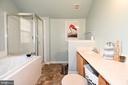 Master bathroom - 9814 SPINNAKER ST, CHELTENHAM