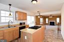 Kitchen with open concept - 9814 SPINNAKER ST, CHELTENHAM