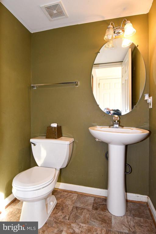 Half bath for guests - 9814 SPINNAKER ST, CHELTENHAM