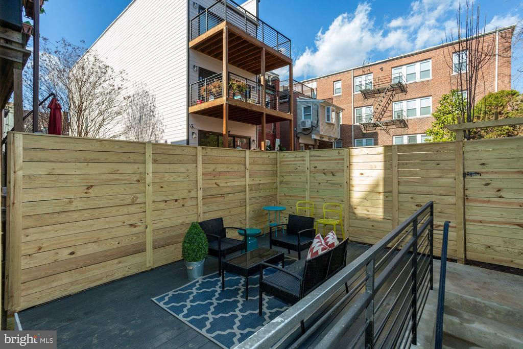 that leads to an AMAZING private patio - 1719 EUCLID ST NW #2, WASHINGTON