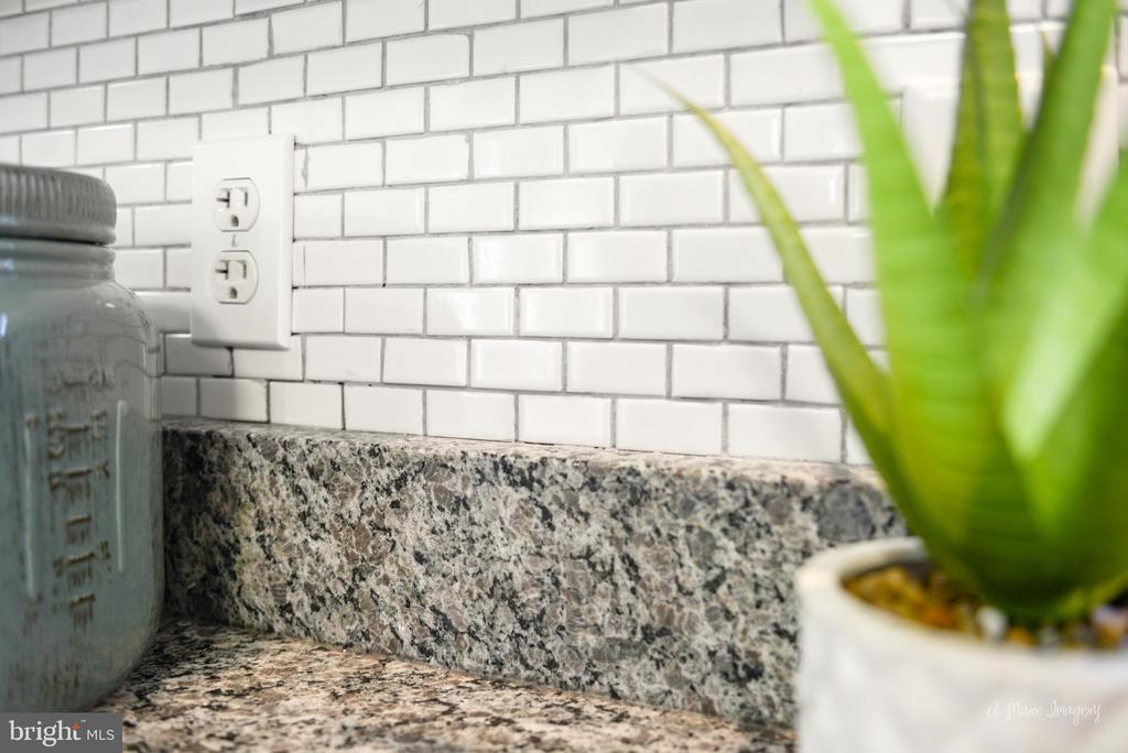 Brand new Granite and tile backsplash - 3812 SAINT CLAIR CT, MONROVIA