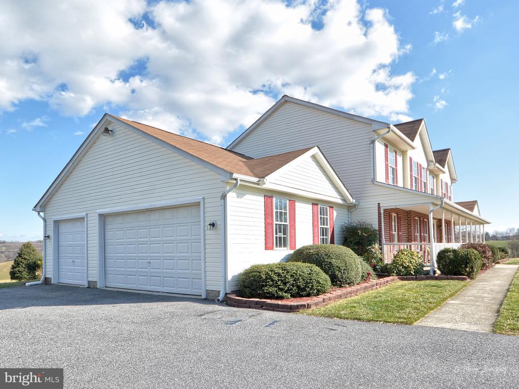 3 car garage and additional outbuilding - 3812 SAINT CLAIR CT, MONROVIA