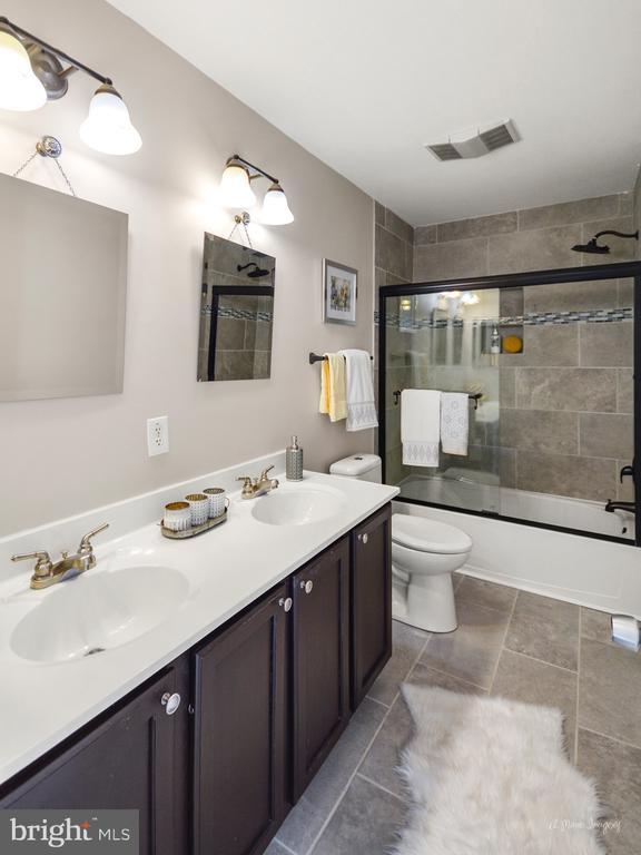 Upstairs Hall Bath, Completely updated - 3812 SAINT CLAIR CT, MONROVIA