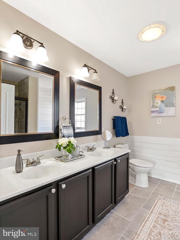 Master bath double vanity - 3812 SAINT CLAIR CT, MONROVIA