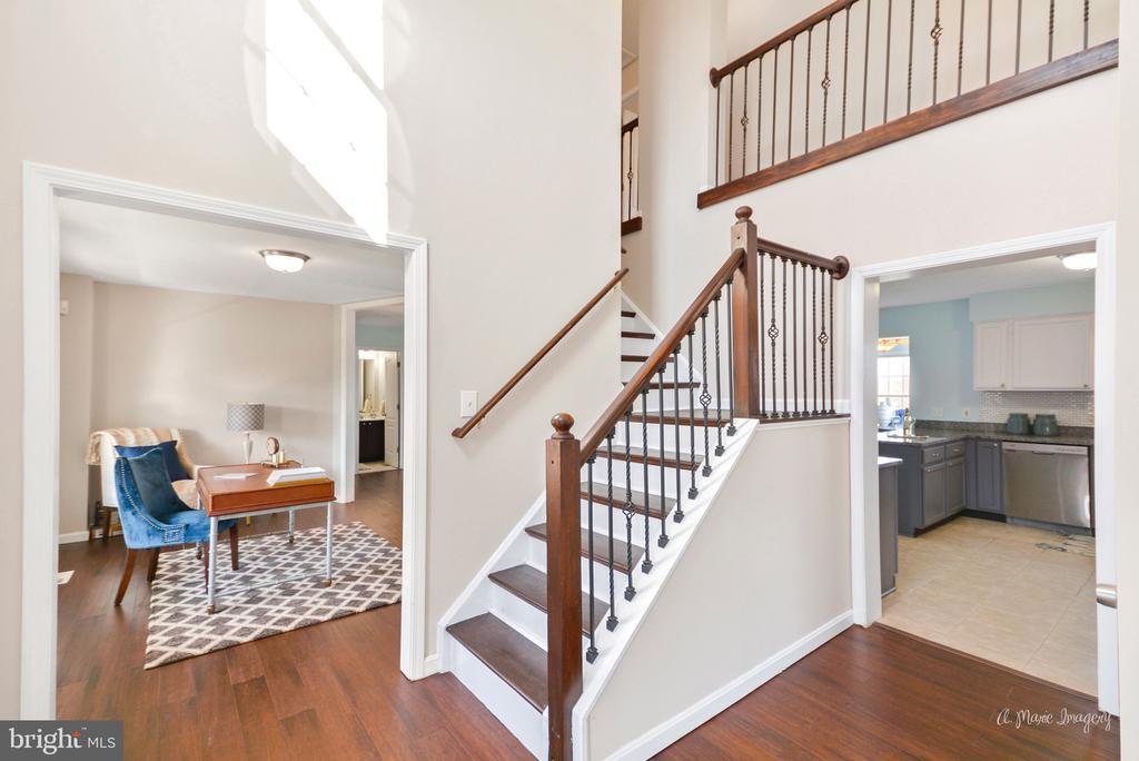 Hardwood stair treads and iron railings - 3812 SAINT CLAIR CT, MONROVIA