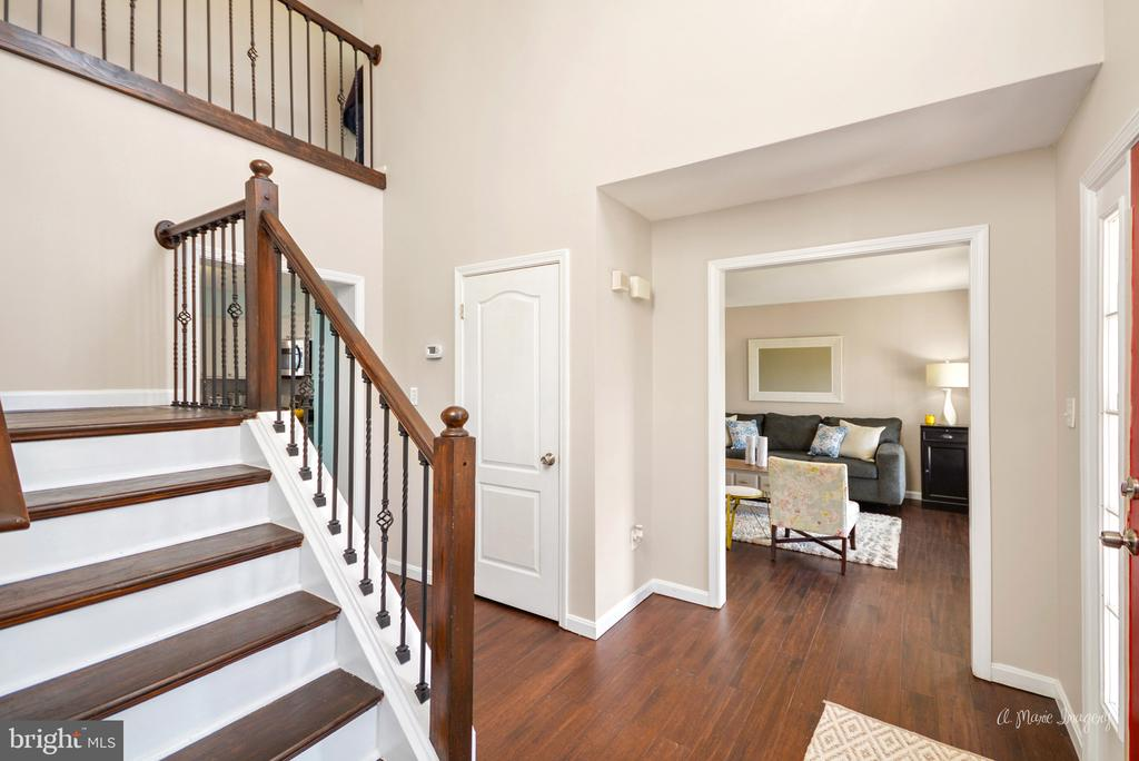 2 story entry foyer - 3812 SAINT CLAIR CT, MONROVIA