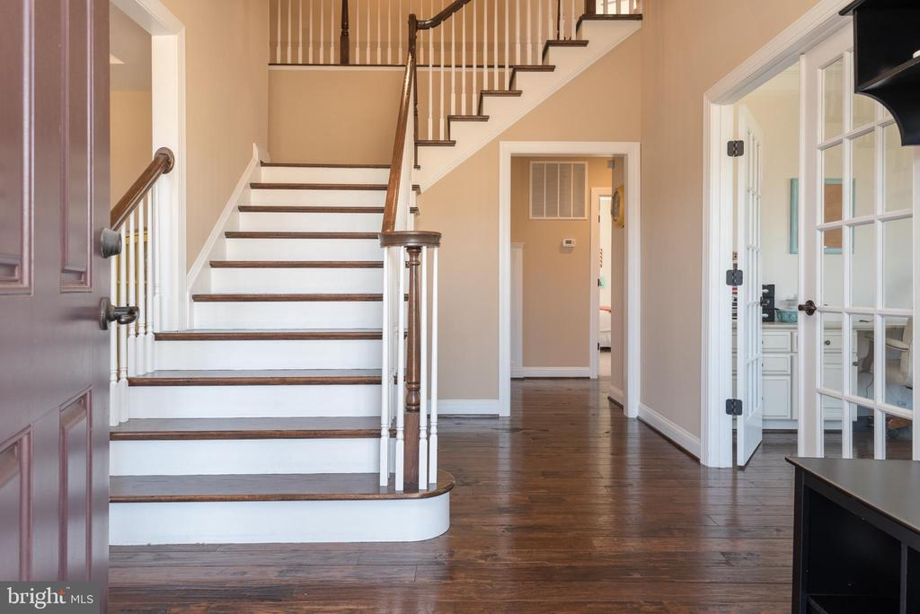 Lovely Foyer / Entry to Home - 8124 TWELFTH CORPS DR, FREDERICKSBURG