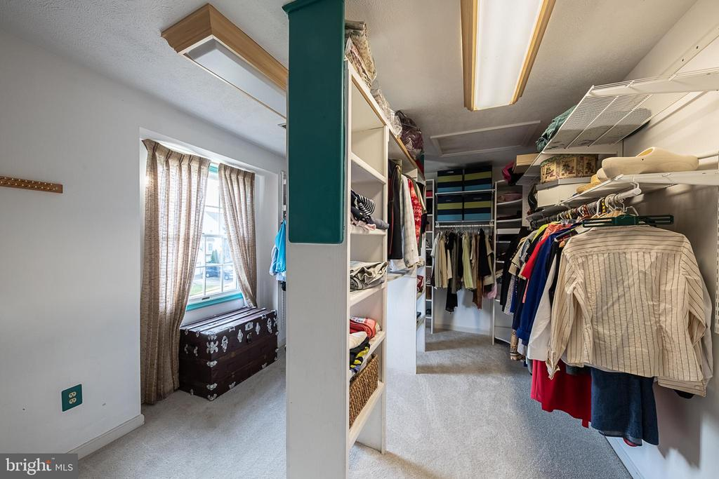 You'll fall in love with this HUGE closet! - 43260 PRESTON CT, ASHBURN