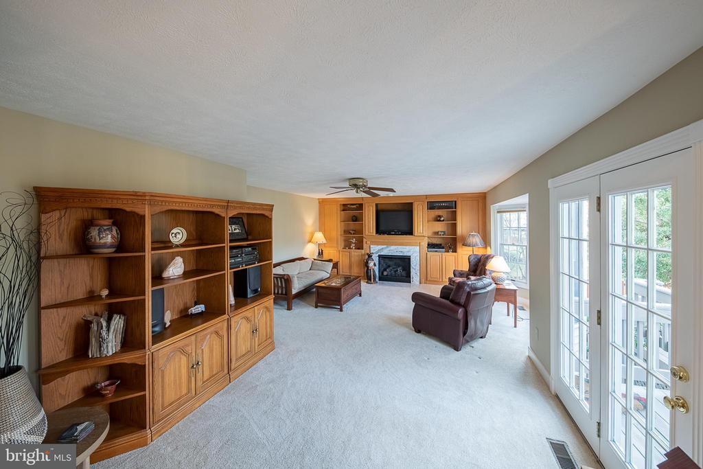 Family room perfect for board game nights! - 43260 PRESTON CT, ASHBURN