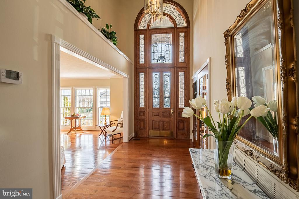 Beautiful foyer - 43260 PRESTON CT, ASHBURN
