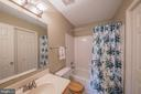 Additional upper level full bath - 43260 PRESTON CT, ASHBURN