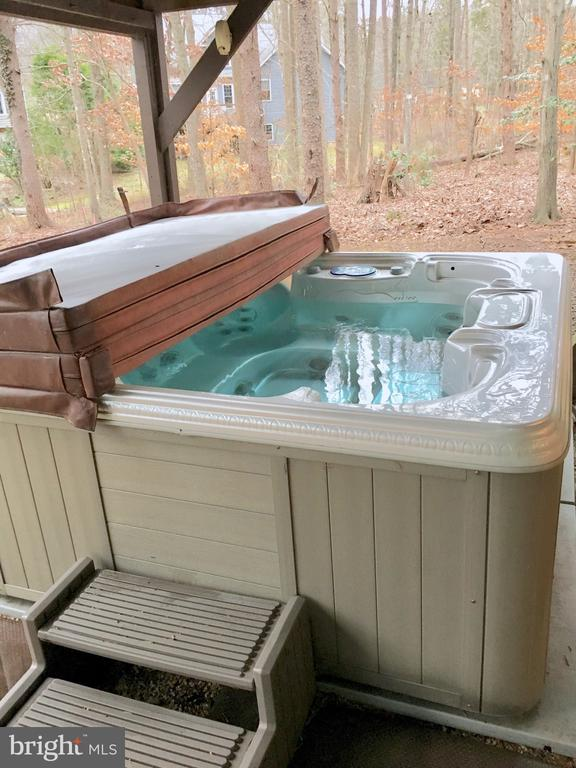 Relax in the hot tub! - 310 HAPPY CREEK RD, LOCUST GROVE