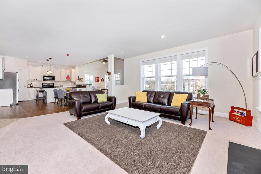 Family Room Opens to Large Kitchen - 104 PORTS CIR, WALKERSVILLE