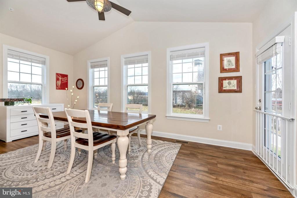 Dining Room w/ Vaulted Ceiling & Fan - 104 PORTS CIR, WALKERSVILLE