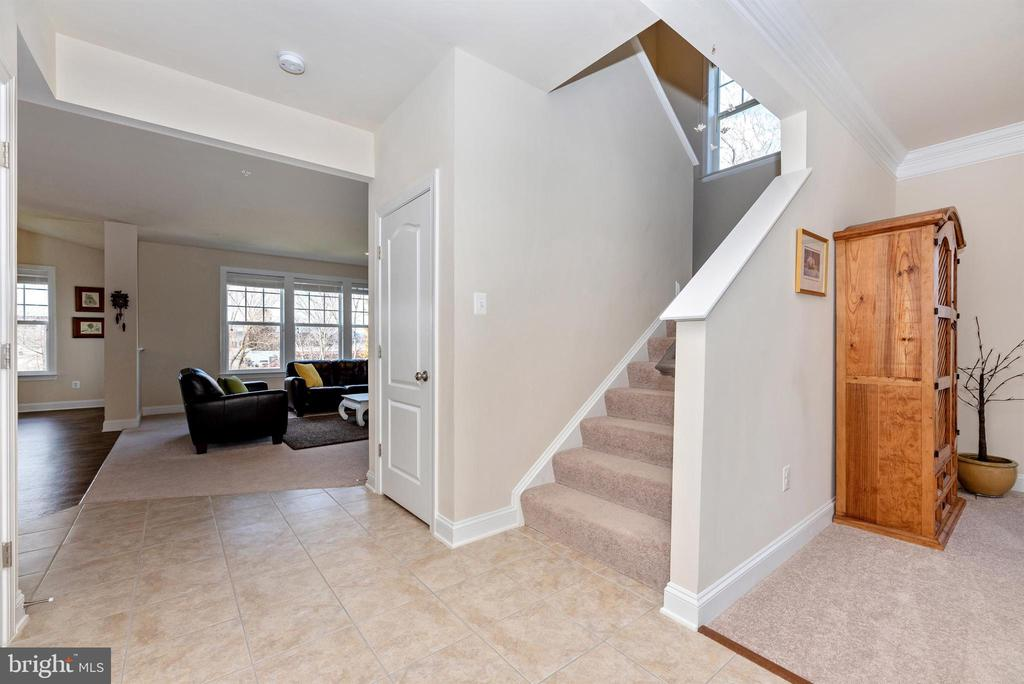 Staircase to Upper Level - 104 PORTS CIR, WALKERSVILLE