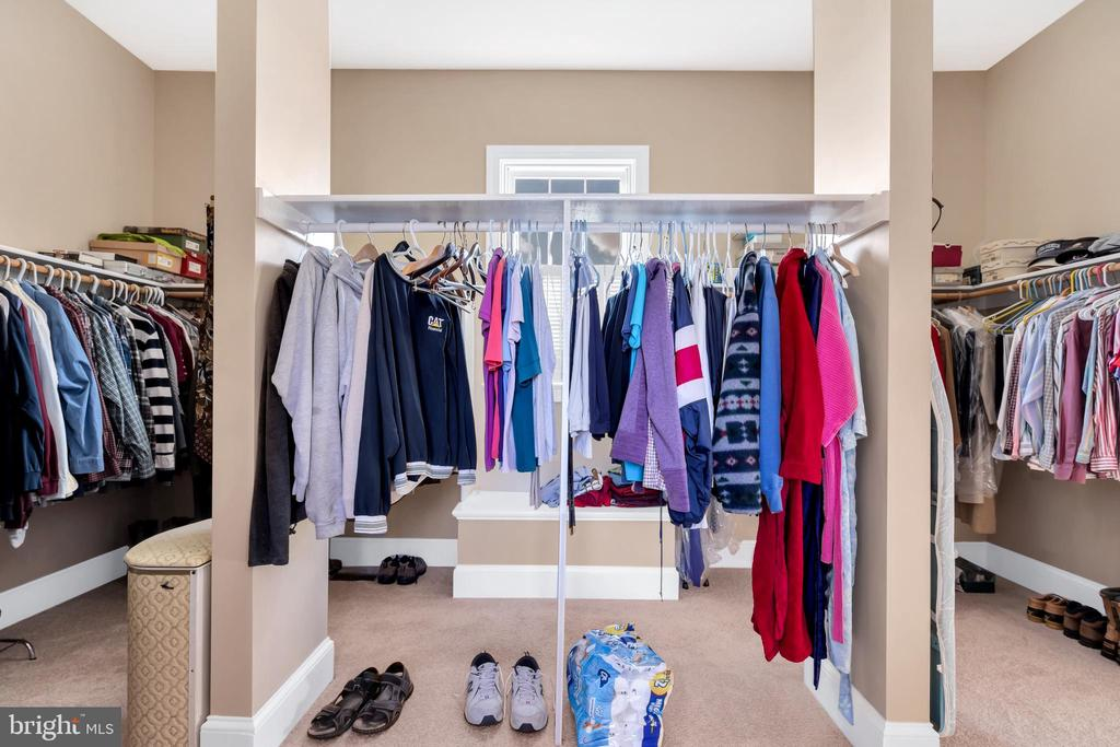 Owner's enormous walk in closet - 36704 SNICKERSVILLE TPKE, PURCELLVILLE