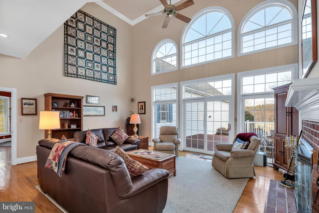 Family room opens to large shaded deck - 36704 SNICKERSVILLE TPKE, PURCELLVILLE