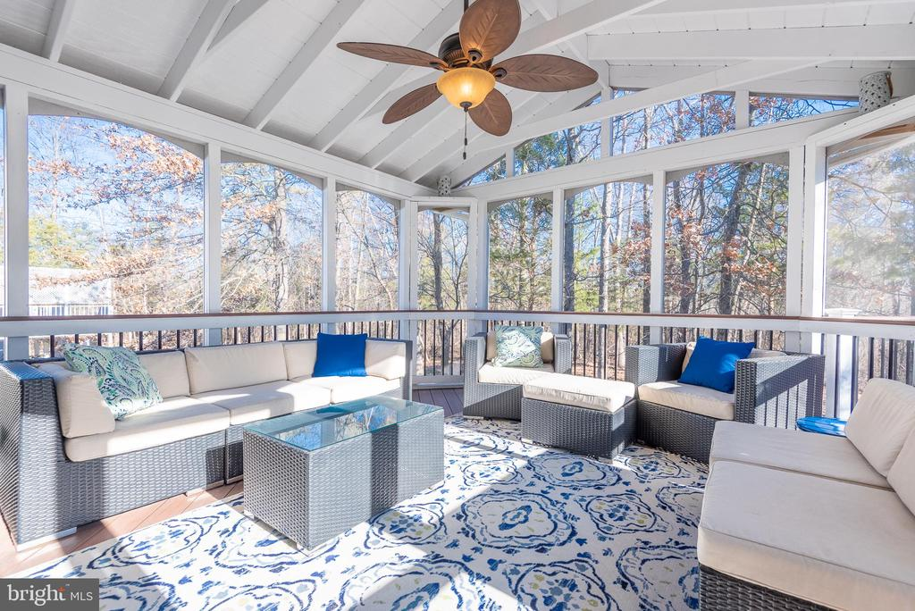 Screened in porch - 25638 ELK LICK RD, CHANTILLY