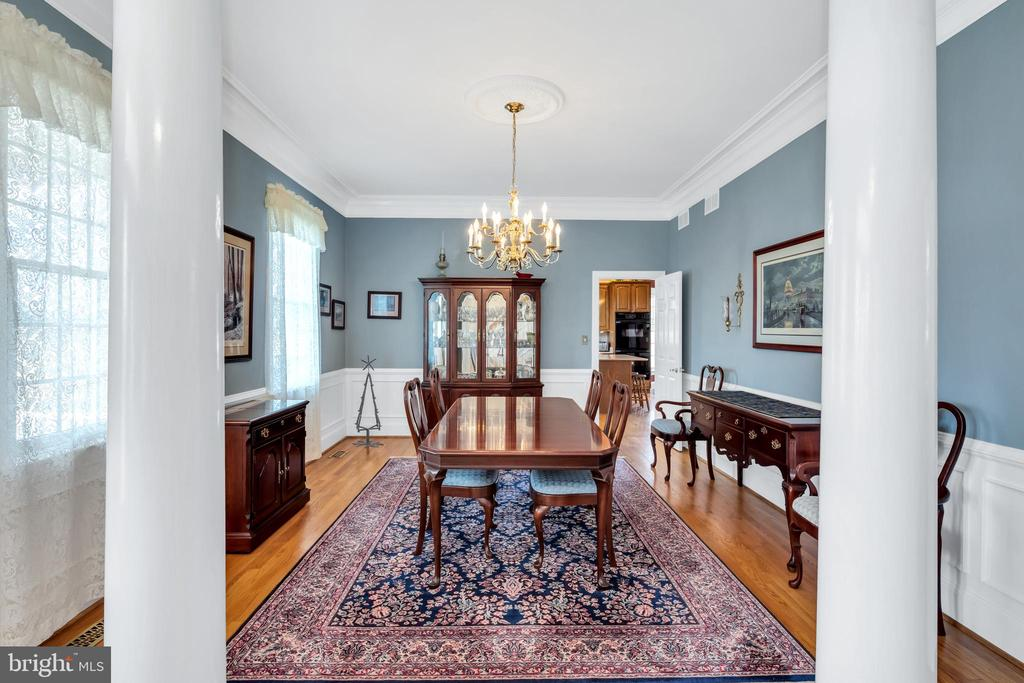 Large formal dining - 36704 SNICKERSVILLE TPKE, PURCELLVILLE