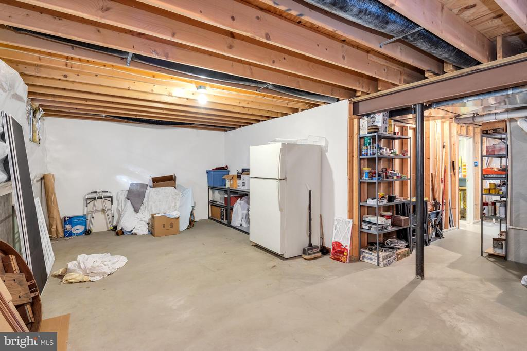 Unfinished space offers many options - 36704 SNICKERSVILLE TPKE, PURCELLVILLE