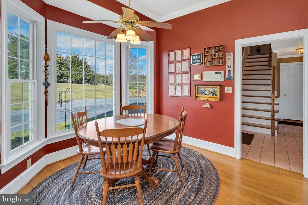 Breakfast nook has mountain views to die for - 36704 SNICKERSVILLE TPKE, PURCELLVILLE
