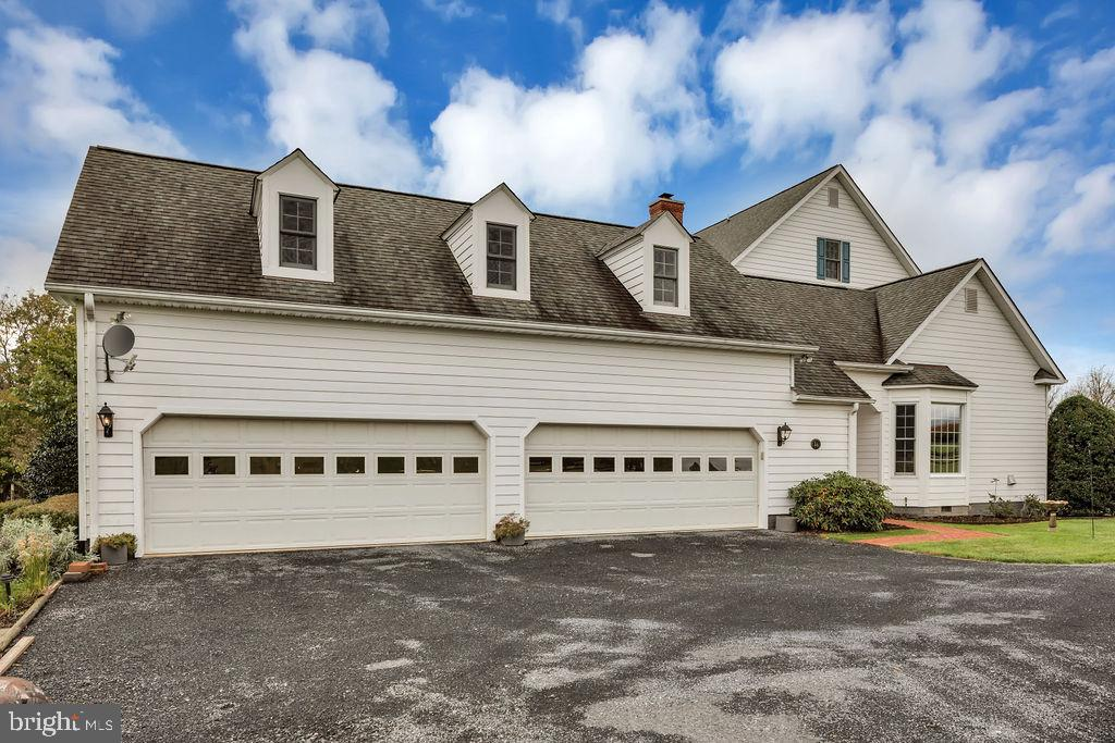 4 car garage and finished attic above with office - 36704 SNICKERSVILLE TPKE, PURCELLVILLE