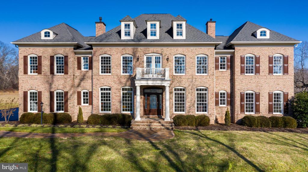 Welcome to Your Dream Home! - 19852 SOMERCOTE LN, LEESBURG